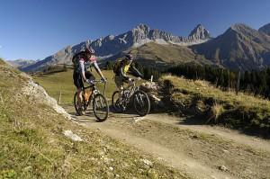 Mountainbiker bei Svognin, Graubünden, Schweiz